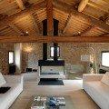 soggiorno in legno e pietra mansarda1