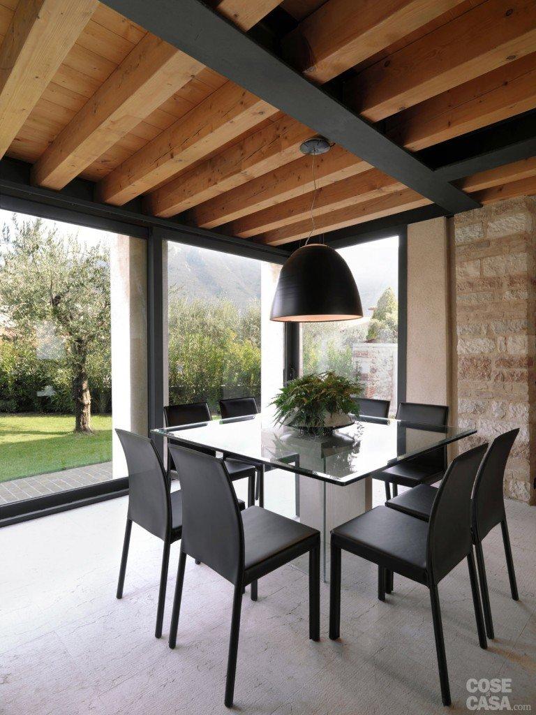 Legno e pietra a vista nella casa restaurata cose di casa for Dipingere soggiorno idee