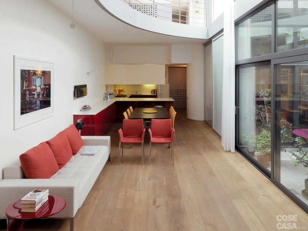 Una casa su due piani da un ex garage cose di casa for Piani di ascensori costruiti in casa