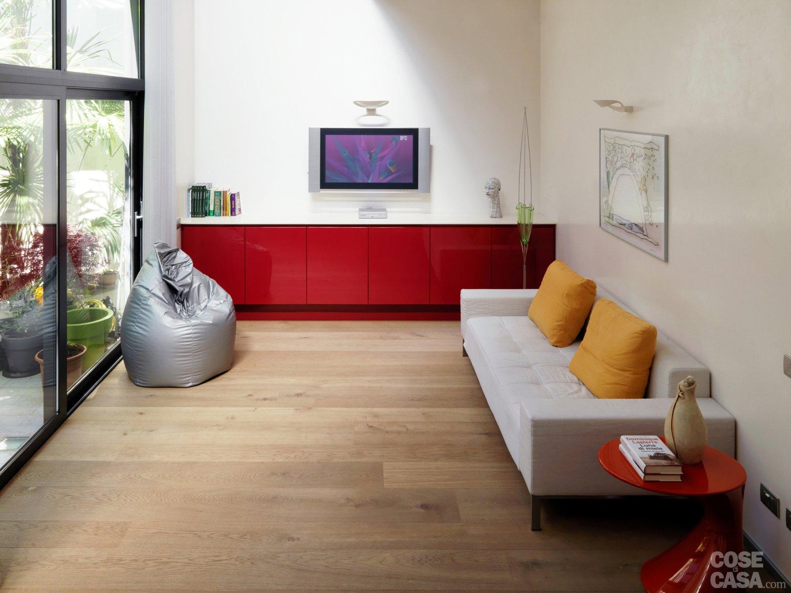 Una casa su due piani da un ex garage cose di casa for Piani di casa con design loft