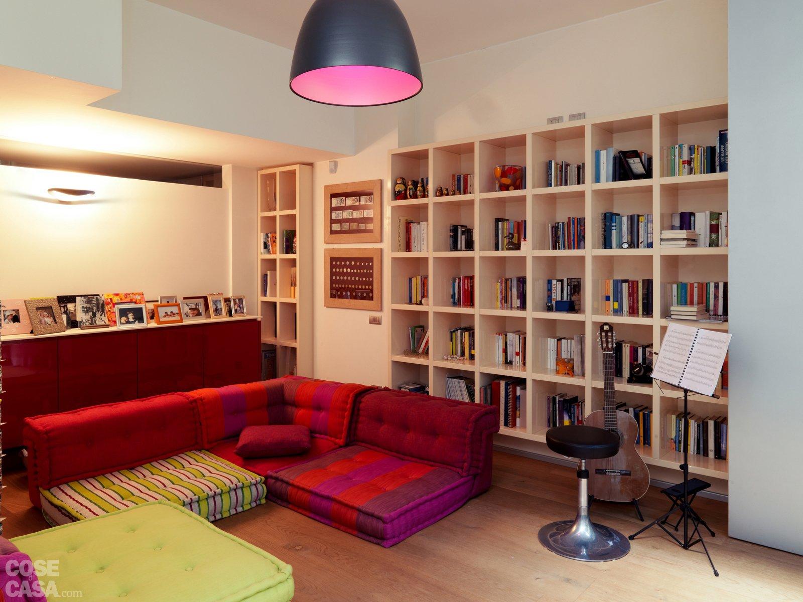Una casa su due piani da un ex garage cose di casa for Piani di casa con 3 master suite