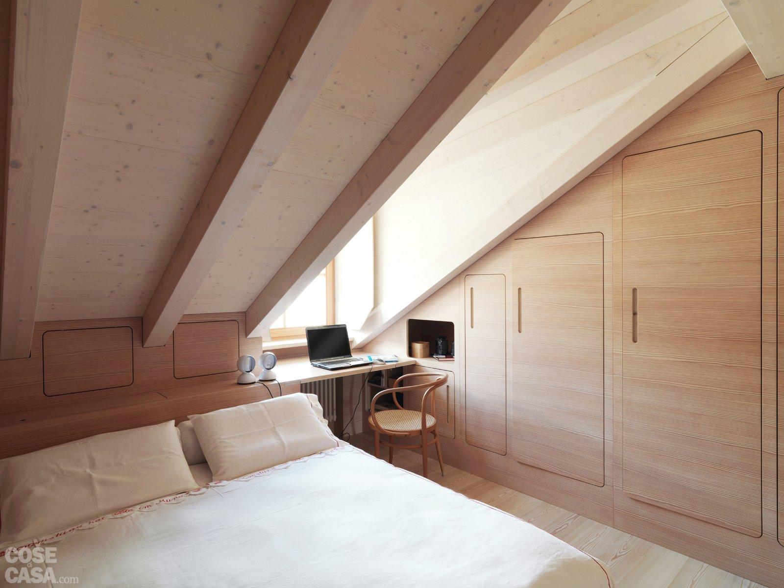 Casa di montagna sfruttata al centimetro cose di casa for Camera da letto matrimoniale in mansarda