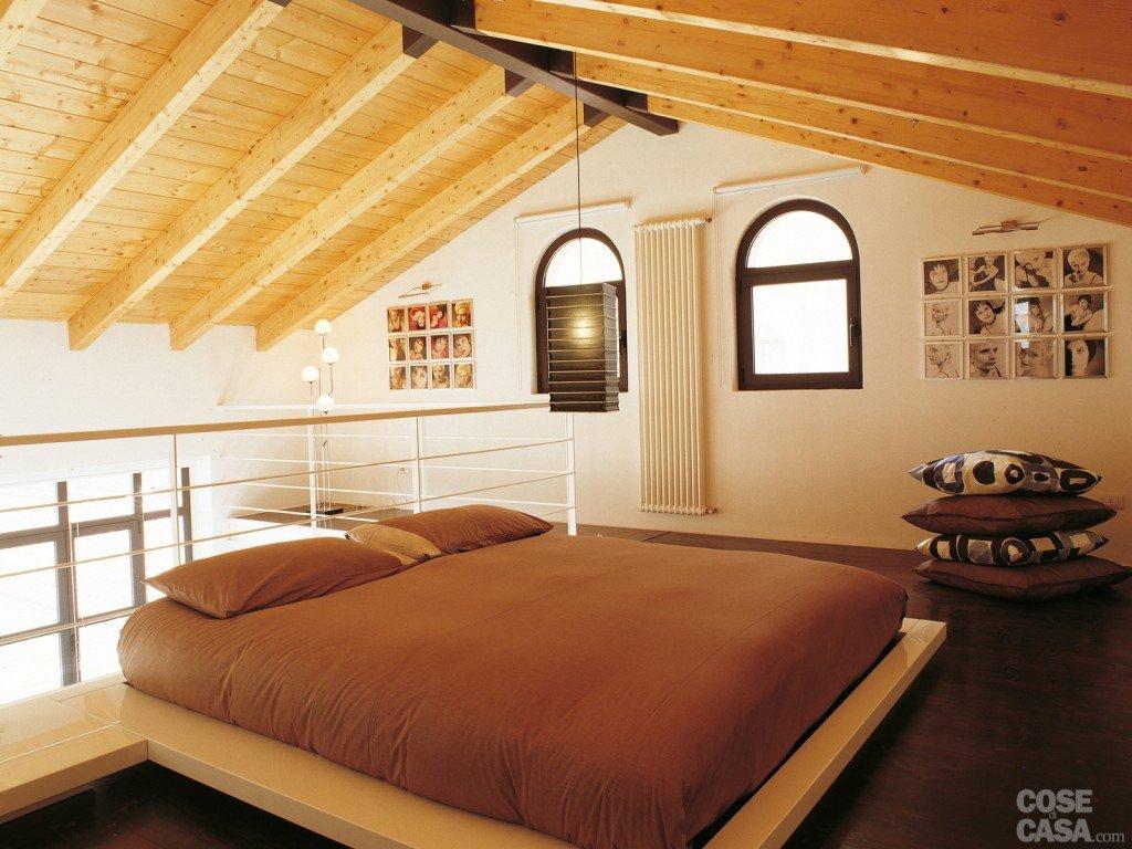 Una casa a doppia altezza con soppalco di 70 mq cose di casa for Camera con soppalco