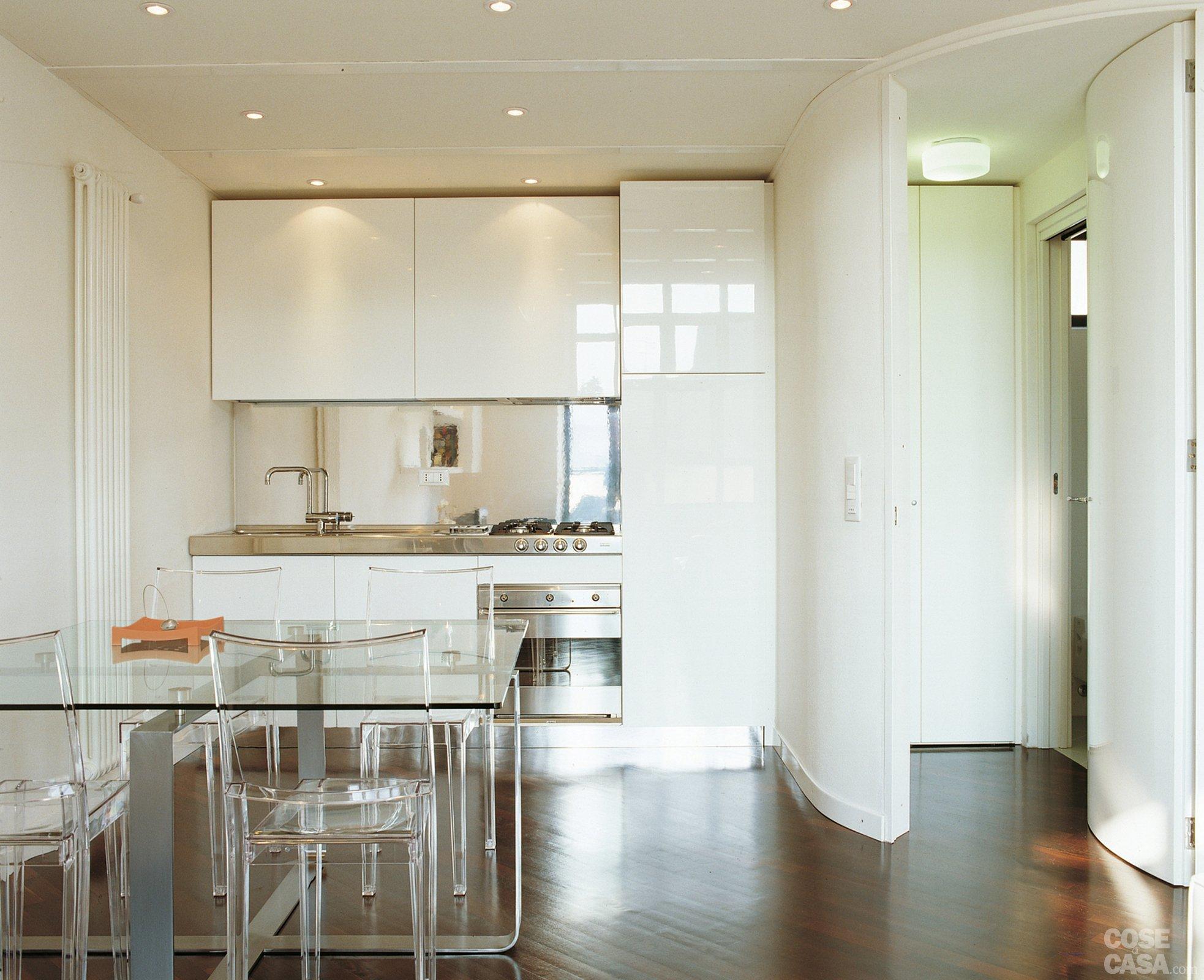 Una casa a doppia altezza con soppalco di 70 mq cose di casa - Cucine senza pensili sopra ...