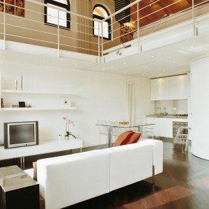 70 mq una casa che sfrutta la doppia altezza con il - Le finestre di fronte ...