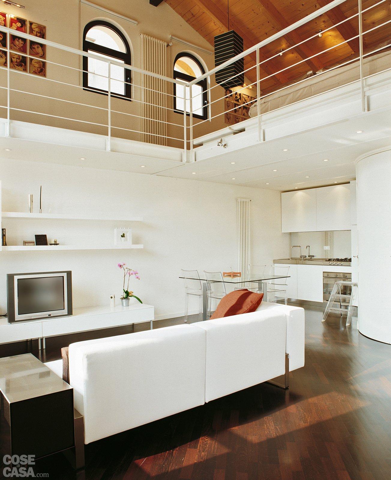 Una Casa A Doppia Altezza Con Soppalco Di 70 Mq Cose Di Casa #A1642A 1303 1600 Come Arredare La Sala Da Pranzo