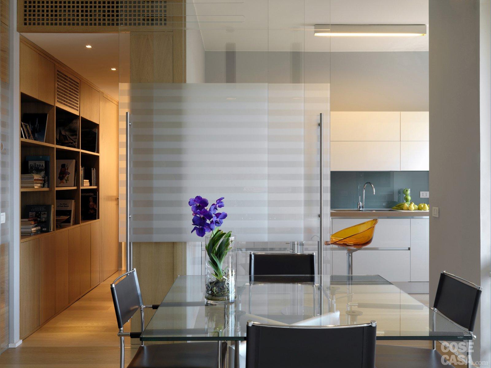 Una casa con una nuova articolata distribuzione cose di casa - Pareti a specchio ...