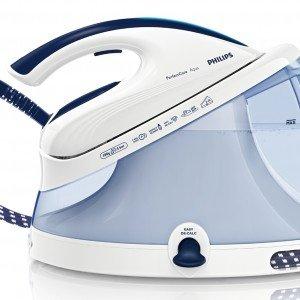 Il ferro PerfectCare Aqua GC8620 di Philips con serbatoio d'acqua extralarge (2,2 litri) stira qualunque tessuto senza bisogno di regolare la temperatura della piastra. Prezzo 219,90 euro. www.philips.it