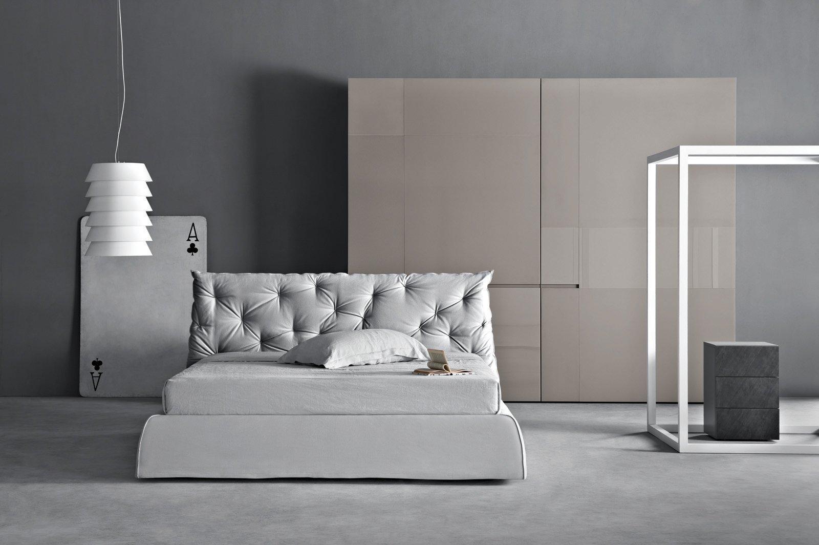 Il letto matrimoniale Impunto di Pianca (design CR&D Pianca) è ...