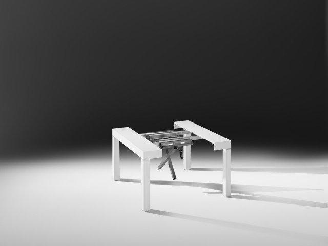 Il sistema di apertura semiautomatico, con meccanismi di allungo in alluminio, consente la scomparsa delle gambe centrali, utilizzate soltanto per allunghe oltre i 2 metri.