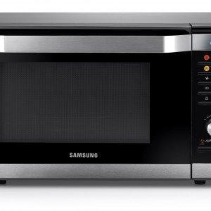 Con il forno combinato Smart Oven MC32F606 di Samsung è facile cucinare grazie al sensore che rileva l'umidità dei cibi e regola automaticamente i tempi di cottura.Ha funzione per preparare lo yogurt e vano rivestito in smalto ceramico antibatterico che facilita la cottura e agevola le operazioni di pulizia. Prezzo 399 euro. www.samsung.it