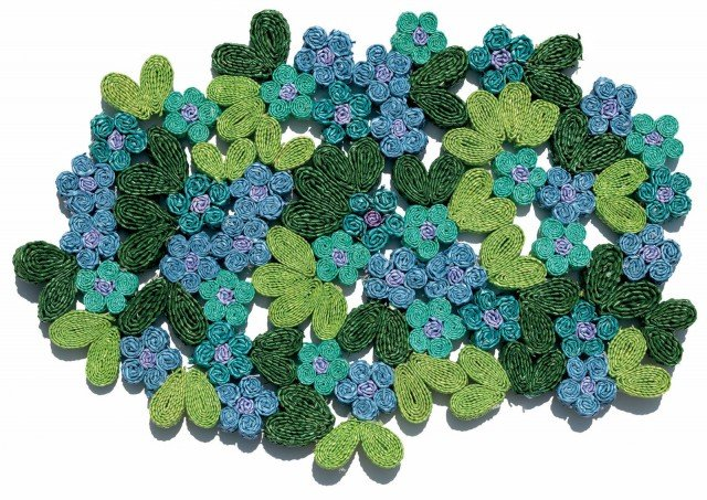 Florigraphie di Seletti è la nuova linea di sottopiatti realizzati in paglia. Si può scegliere tra sei sfiziosi tipi di fiori. Per rallegrare la tavola con i colori che più si addicono alla propria cucina. Prezzo 47 euro. www.seletti.it