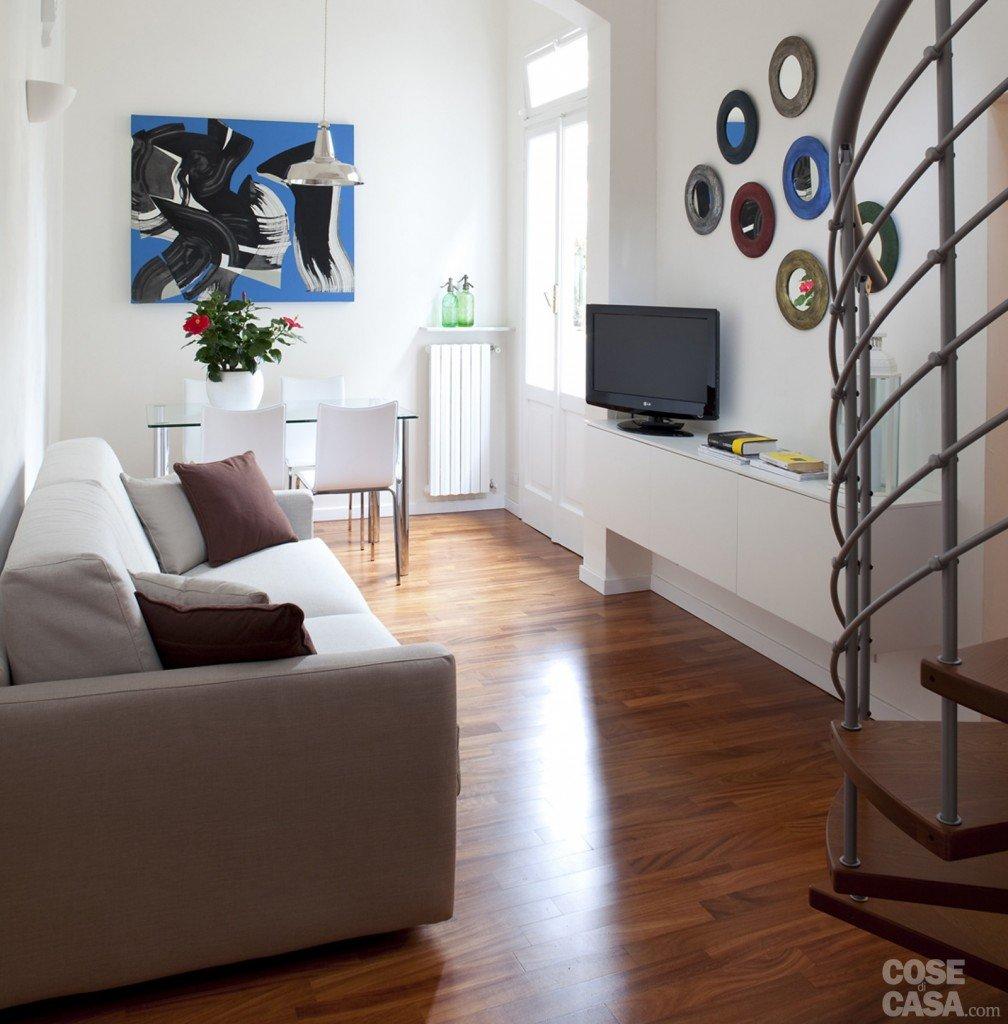 48 mq bilocale su due livelli cose di casa for Parete soggiorno piccola