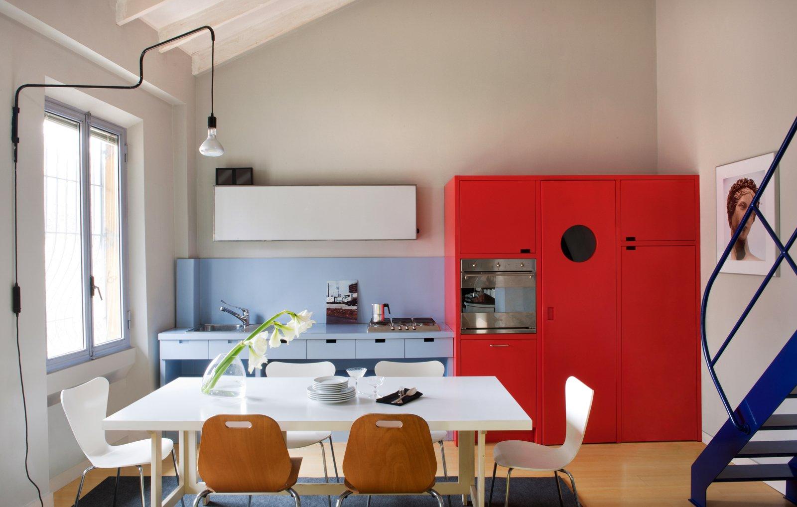 Mobile soggiorno arancione idee per il design della casa for Caratteristiche di design della casa