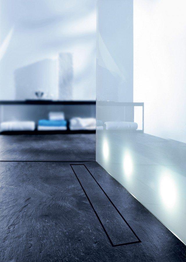 Tecedrainline è la canalina di scarico invisibile prodotta da Tece per piatti doccia con rivestimenti in lastre di pietra o piastrelle di qualsiasi spessore. www.tece.it