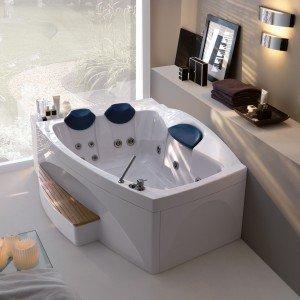 Nella collezione di vasche Loop & Friends di Villeroy & Boch, l'estetica incontra la funzionalità. Tutte le vasche, hanno un'altezza interna di soli 44 centimetri, non sono quindi soltanto facilmente accessibili, ma richiedono anche una quantità ridotta di acqua evitando inutili sprechi. Realizzate in acrilico di alta qualità, hanno una superficie piacevolmente liscia e semplice da pulire. Con dimensioni 1700 x h 750 cm; prezzo a partire da 563 euro, Iva esclusa. www.villeroy-boch.com