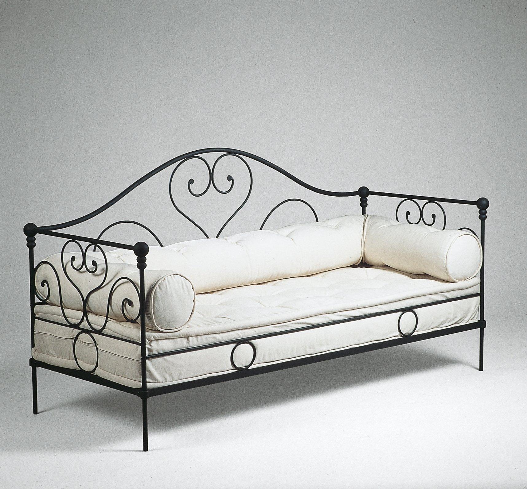 Divani e poltrone per esterni perfetti anche in casa cose di casa - Divano letto singolo in ferro battuto ...