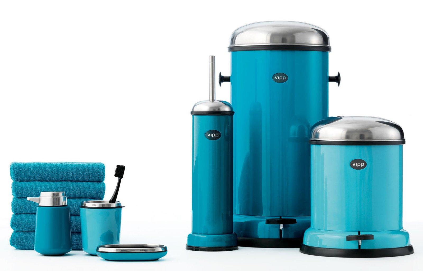 vipp completa la gamma destinata al bagno proponendo una nuova serie di accessori dal design minimalista