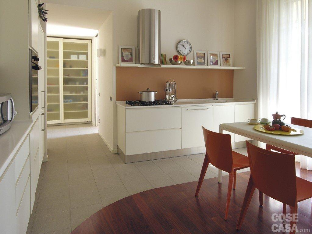 Una casa con tante idee da copiare cose di casa - Parquet su piastrelle ...