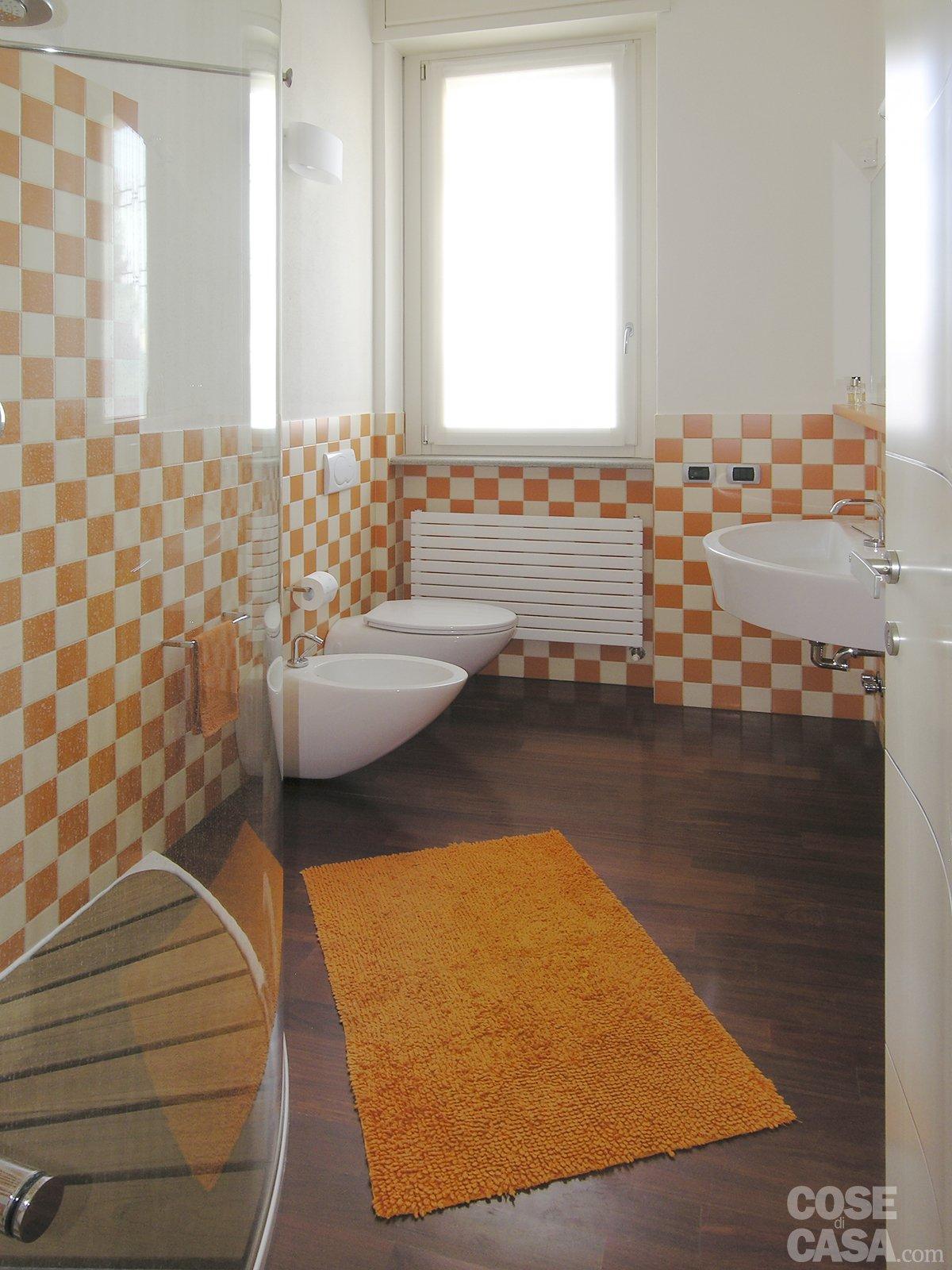 Una casa con tante idee da copiare cose di casa - Come rivestire il bagno ...