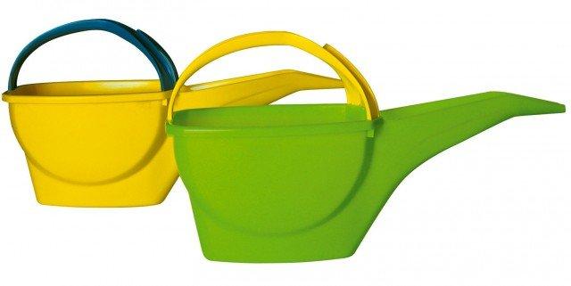 Il nuovo annaffiatoio Bama è pratico, in polipropilene dal design innovativo, disponibile in diversi colori, dalla capacità di 4 litri d'acqua. Prezzo 4 euro. www.bamagroup.com