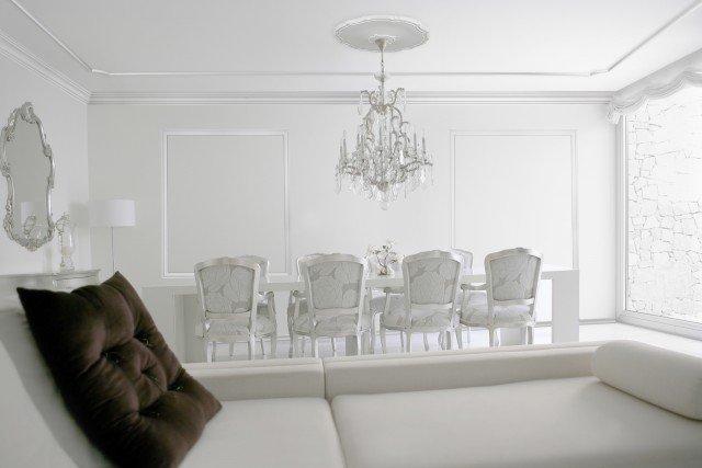 Le cornici estruse Italstyl di Bovelacci valorizzano i soffitti e le pareti con linee pulite, moderne ed essenziali, evocando l'eleganza senza età del gusto Made in Italy. Prezzo da rivenditore. www.bovelacci.it