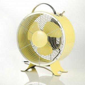 Regolabile su due velocità, il ventilatore in metallo Art. 56373 di Brandani si può scegliere nei colori verde, fucsia, lilla e giallo. Prezzo 46 euro. www.brandani.it