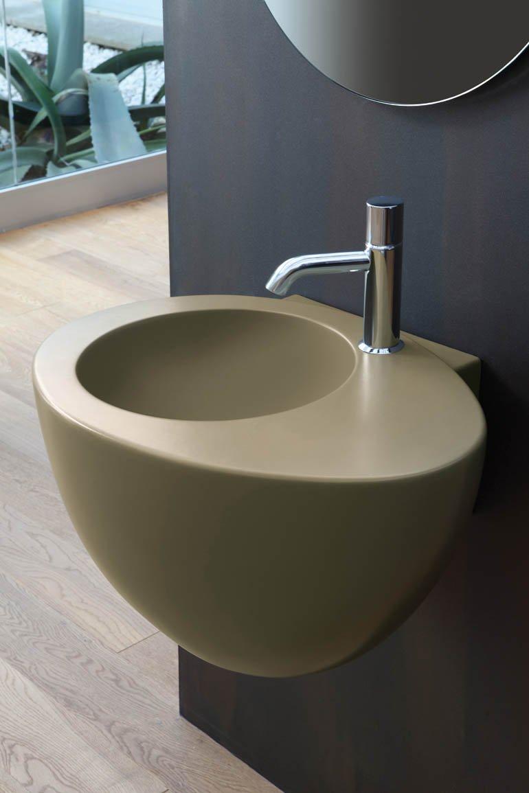 Lavabo e sanitari colorati cose di casa - Sanitari colorati per bagno ...