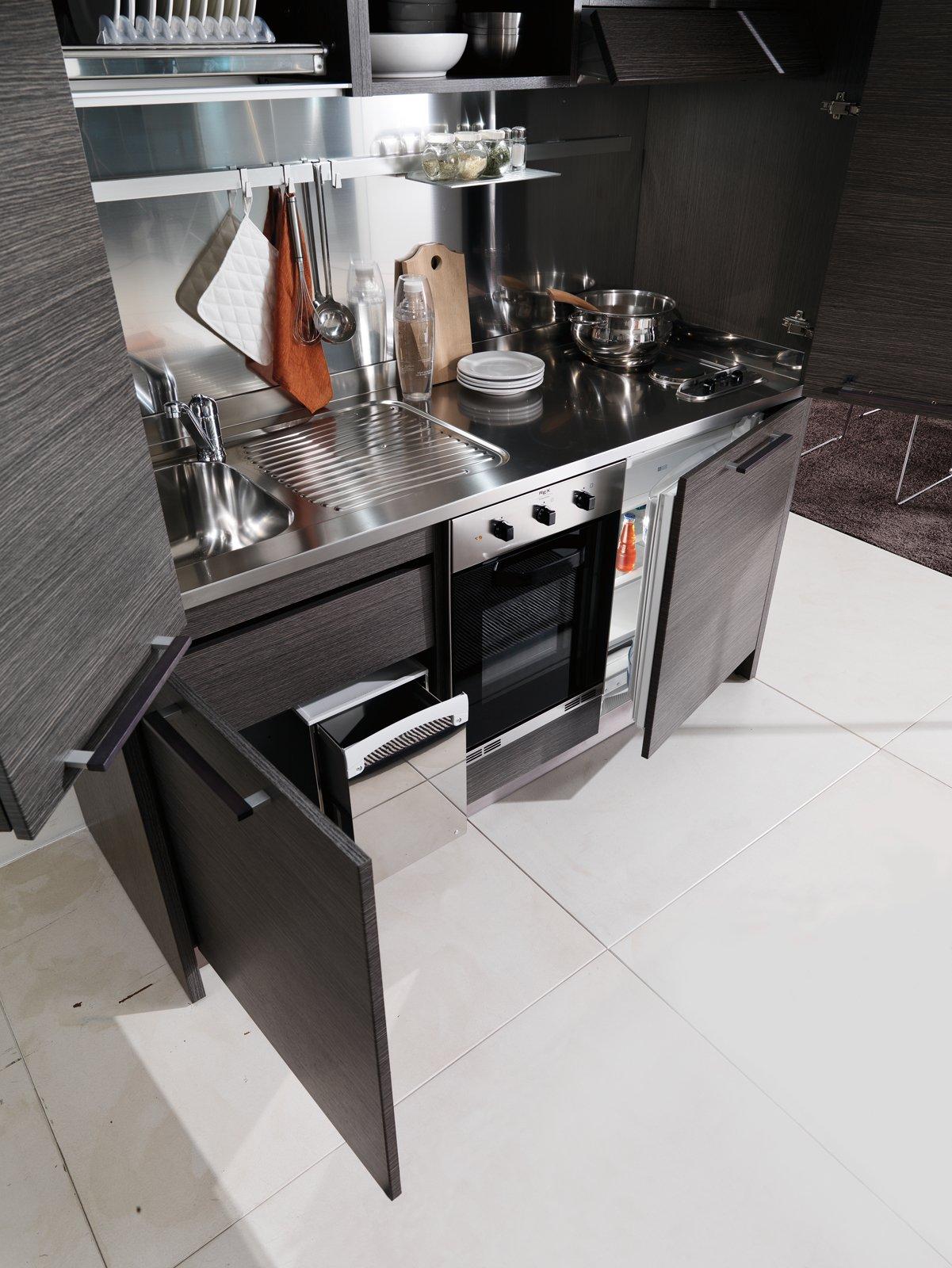 Cucine Piccole Anzi Mini. A Volte Nascoste Cose Di Casa #634D45 1201 1600 Cucine Piccole Senza Frigo