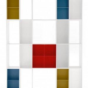 La libreria freestanding Division di Calligaris in mdf laccato goffrato opaco bianco può essere attrezzata con moduli colorati; nella misura L 149,5 x P 42 x H 198 cm ed, esclusi contenitori, prezzo 1.815 euro. www.calligaris.it