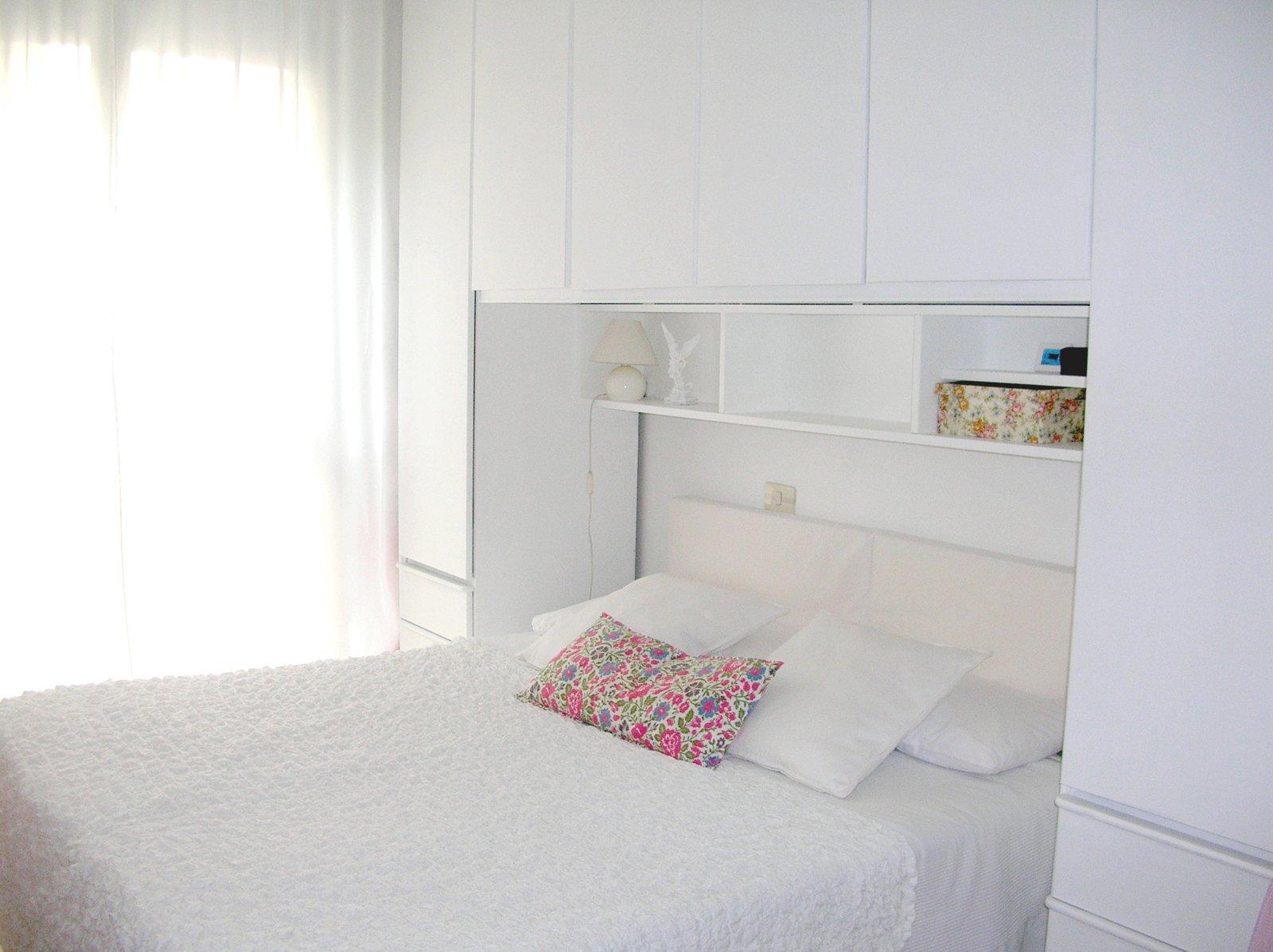 La camera da letto si fa nuova con un tocco di bianco cose di casa - Rinnovare la camera da letto ...