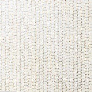 Il tappeto Doris di Kasthall, realizzato al 100% con fili di lana tessuti su un ordito di lino, è disponibile anche su misura; in versione base, al mq prezzo 476 euro. www.kasthall.it