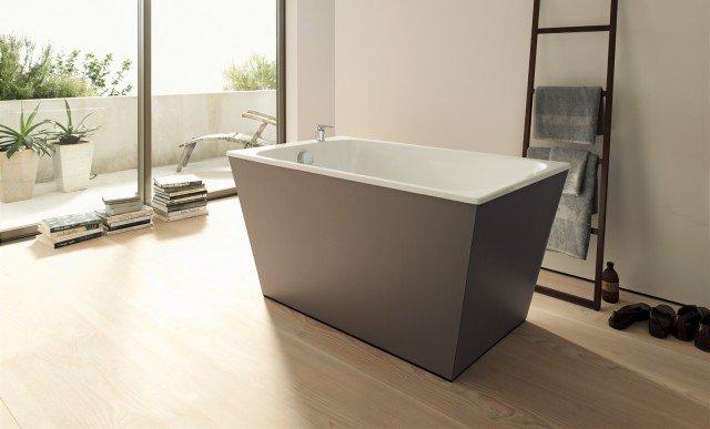 Onto di Duravit è la vasca freestanding dalla forma a tinozza. Realizzata in acrilico, è stata disegnata da Matteo Thun. Misura L 140 x P 80 x H 58,5 cm. Prezzo del guscio acrilico da incasso 721 euro. www.duravit.it