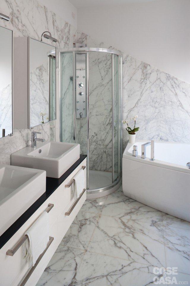 bagno marmo casa ristrutturata per risparmio energetico