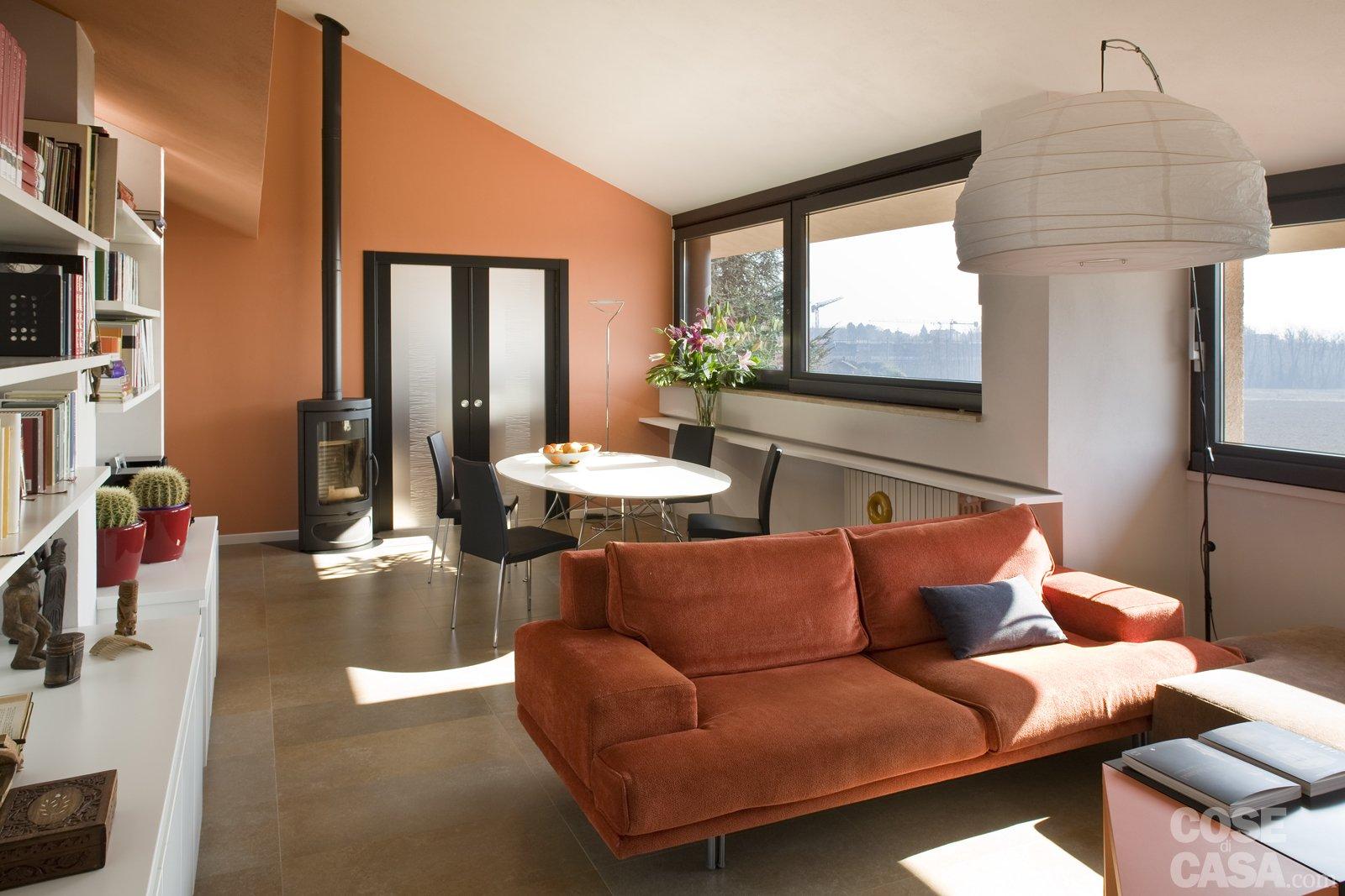 Casa in mansarda con le soluzioni giuste per gli spazi for Case arredate moderne foto