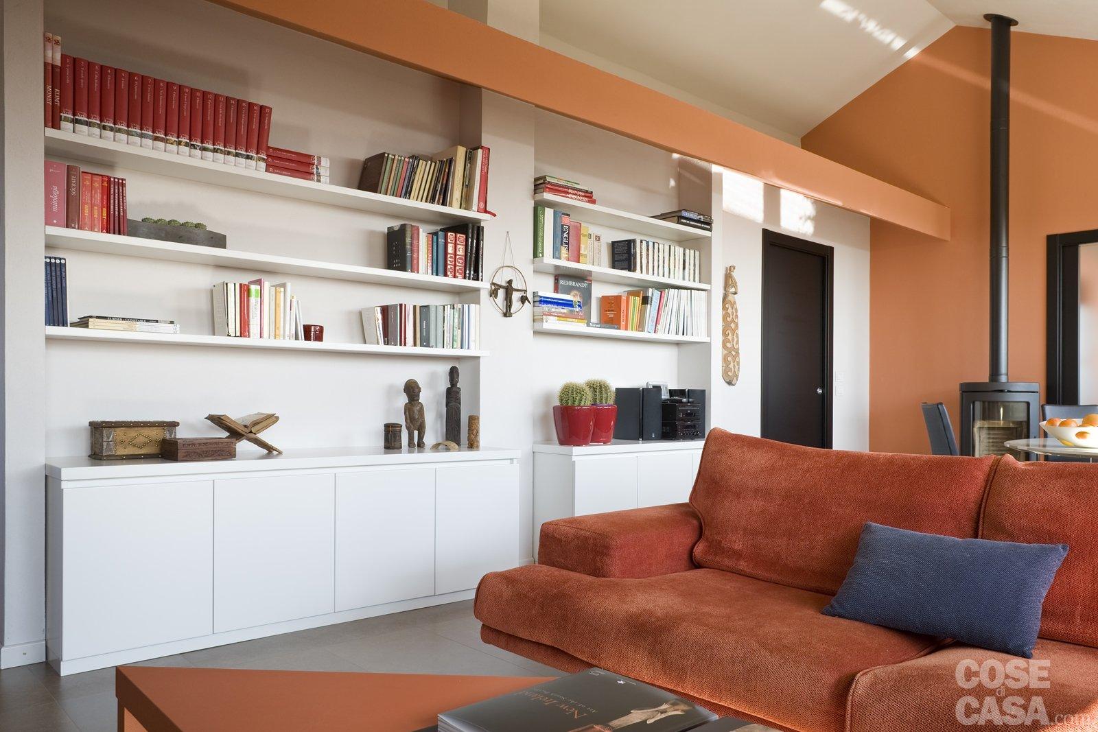 Casa in mansarda con le soluzioni giuste per gli spazi for Parete salotto