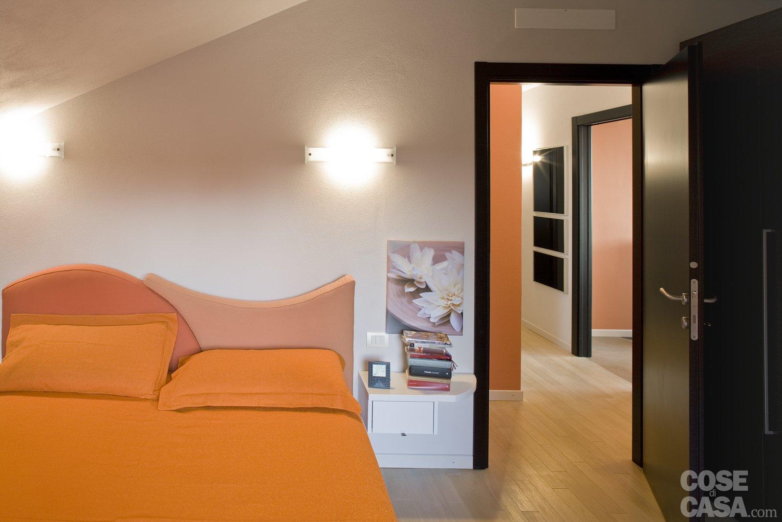 Casa in mansarda con le soluzioni giuste per gli spazi for Camera da letto matrimoniale in mansarda