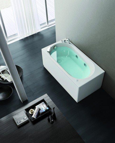 La vasca Nova di Hafro è realizzata in acrilico. Dai bordi sottili, è dotata di idromassaggio. Misura L 140 x P 70 x H 58 cm. Prezzo Iva esclusa 990 euro. www.hafro.it