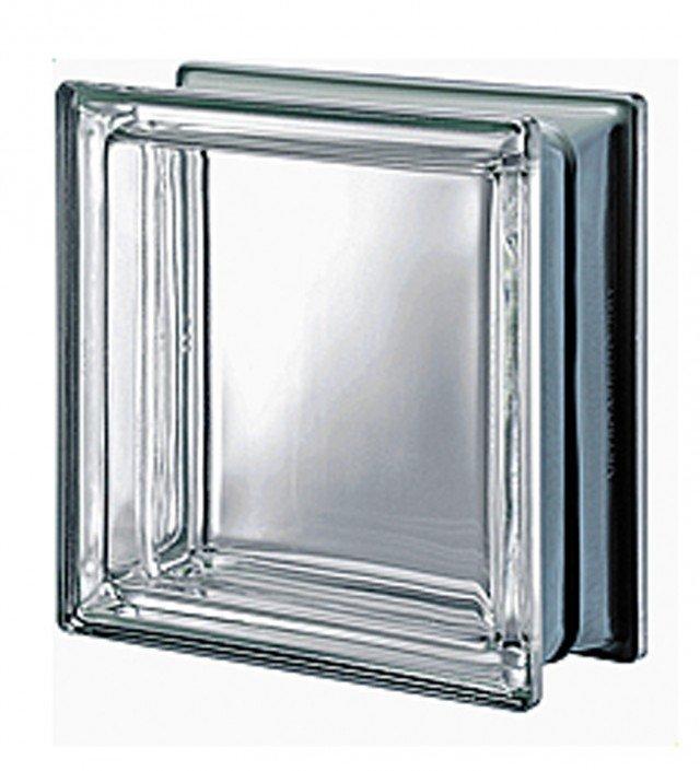 L'elemento in vetro neutro ha una specchiatura sui bordi esterni che crea un effetto ottico argenteo di riflessione e riduce la percezione della fuga tra i mattoni. Misura L 19 x H 19 x P 8 cm. Costa 13,80 euro Serie Pegasus - Neutro Q19 T Met di Seves Glass Block