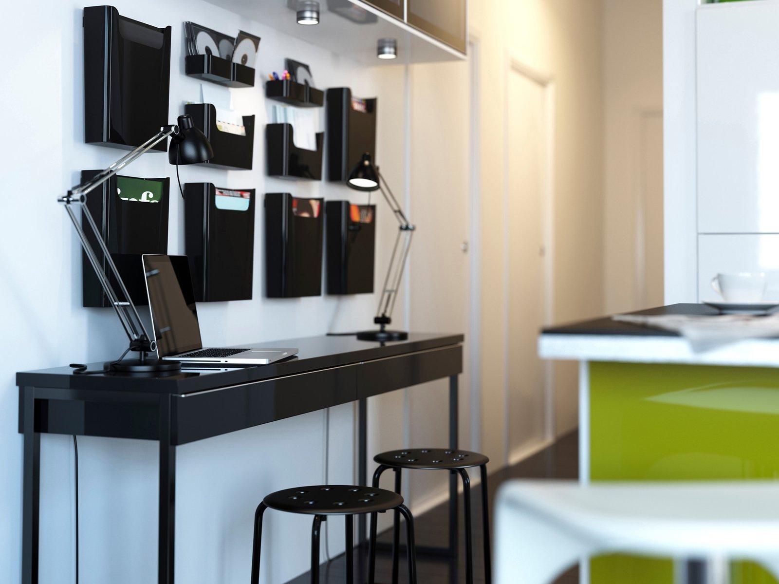 Home office l 39 ufficio in casa cose di casa for Mensola con cassetti ikea