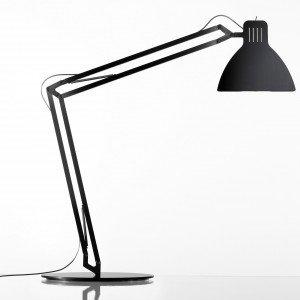 La lampada ultrasottile in alluminio Look so Flat di Ingo Maurer ha l'interruttore integrato nella testa della lampada. Misura Ø 23 x H 44/70 cm; prezzo 1.380 euro. www.ingo-maurer.com