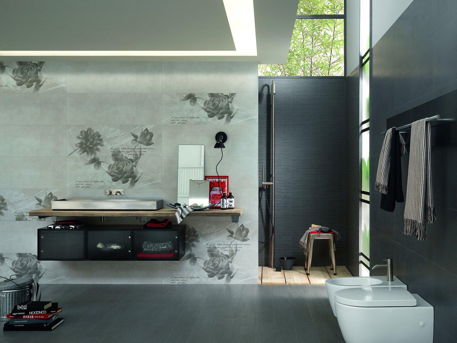 le piastrelle oficina 7 di marazzi che rivestono le pareti del bagno sono in monocottura in