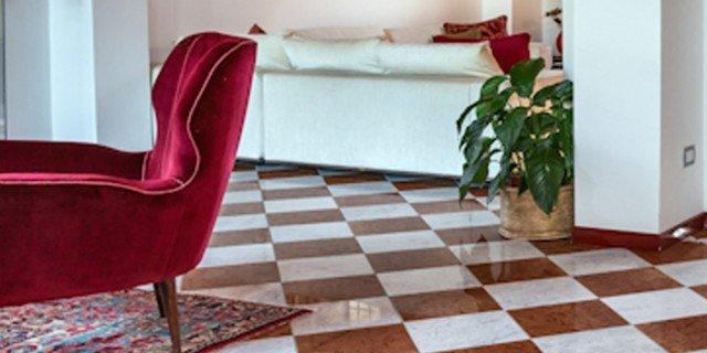 Come arredare il soggiorno con pavimento in marmo - Cose ...