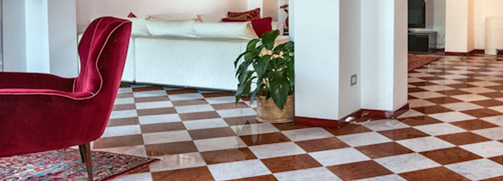 Come arredare il soggiorno con pavimento in marmo - Cose di Casa