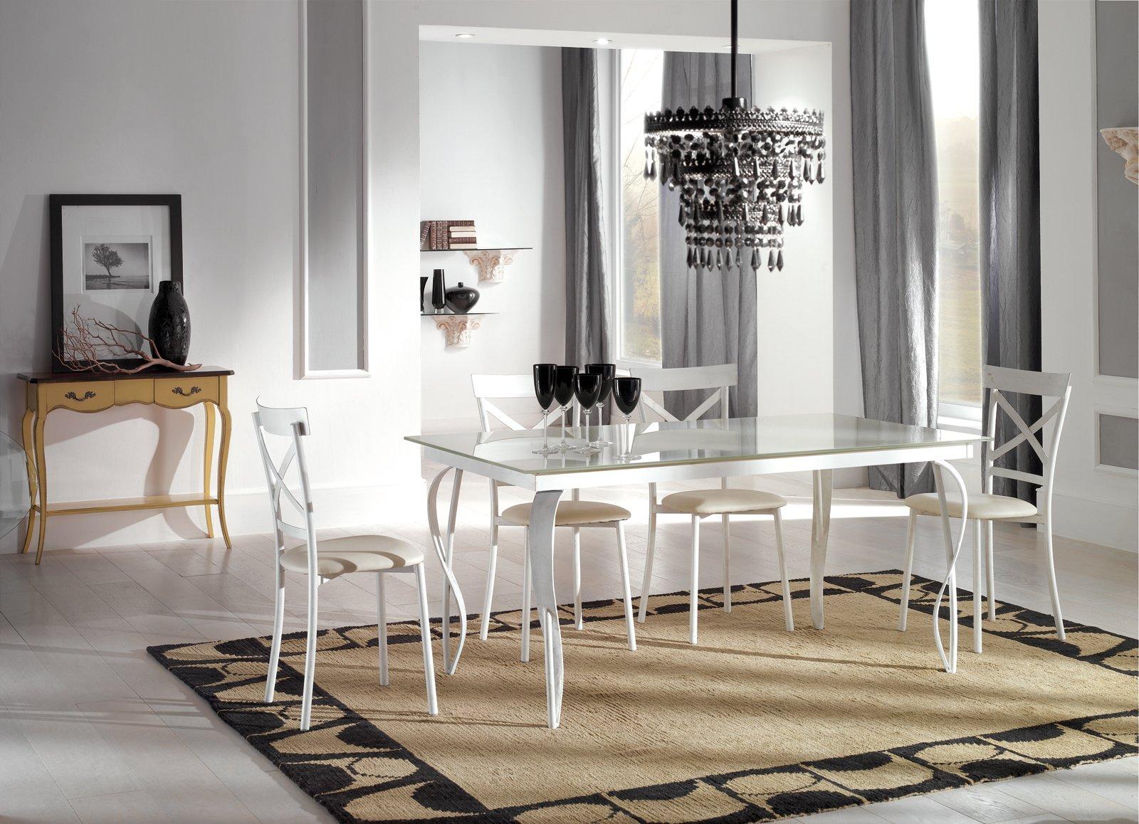 Tavolo bianco da abbinare a tutto cose di casa - Sedie per tavolo in vetro ...