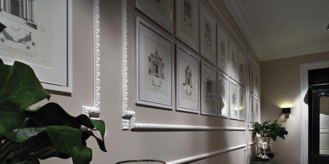 Cornici effetto gesso per rinnovare la parete cose di casa for Cornici muro