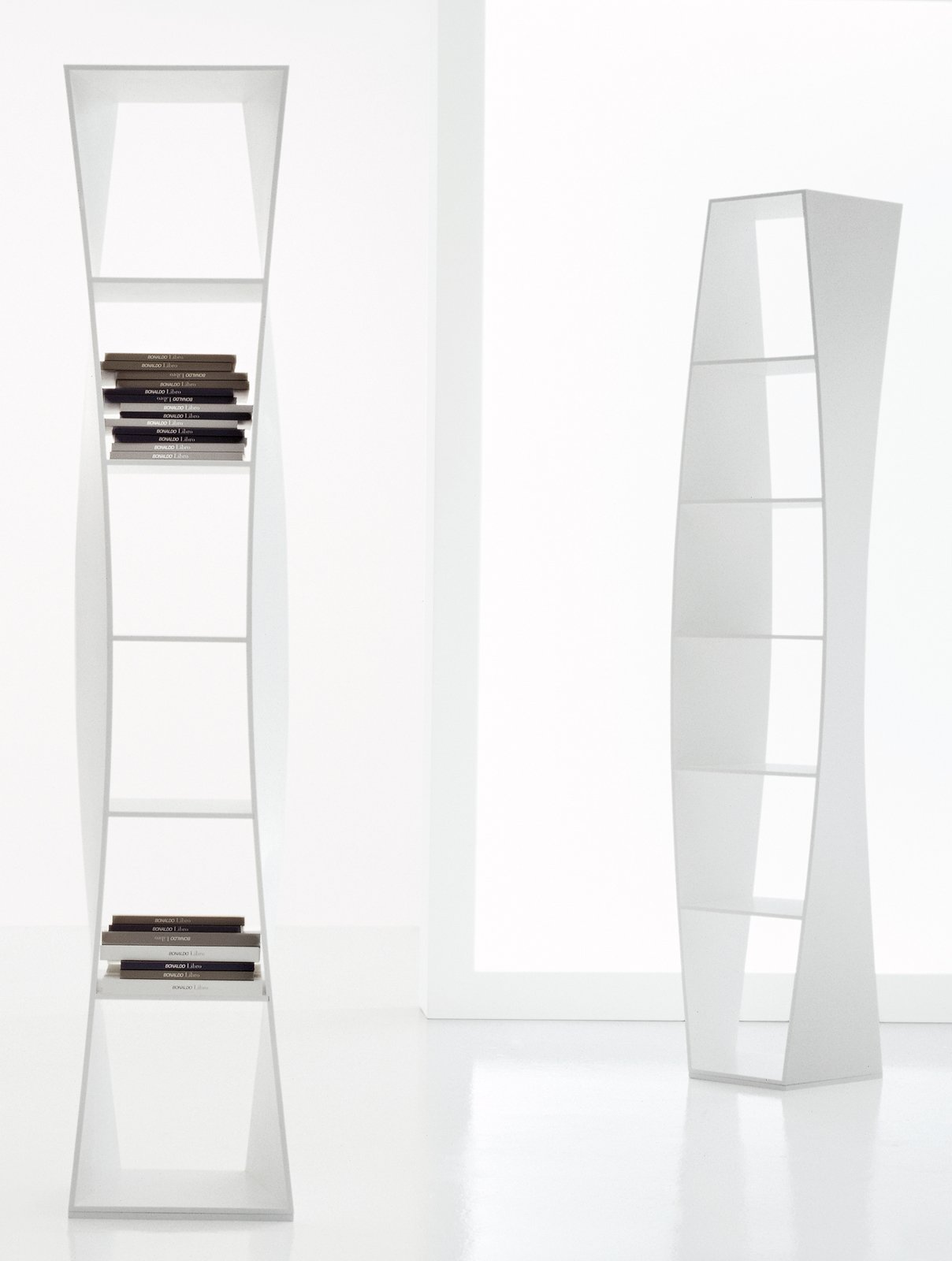 Salvaspazio mobili alti e stretti cose di casa for Piani di casa con scala curva