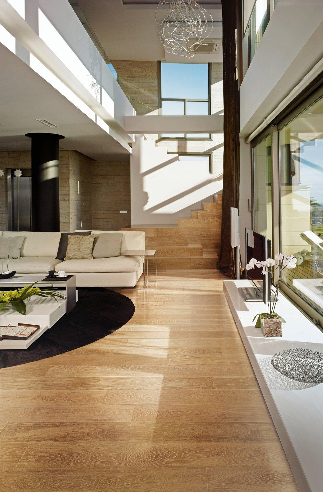 Soggiorno con parquet scuro idee per il design della casa for Il miglior design della casa
