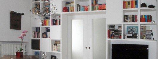 Progetti case interventi sugli ambienti cose di casa for Libreria divisoria con porta