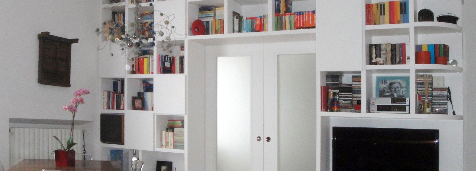 Separare cucina e soggiorno con un mobile a ponte sulla - Mobili cartongesso soggiorno ...